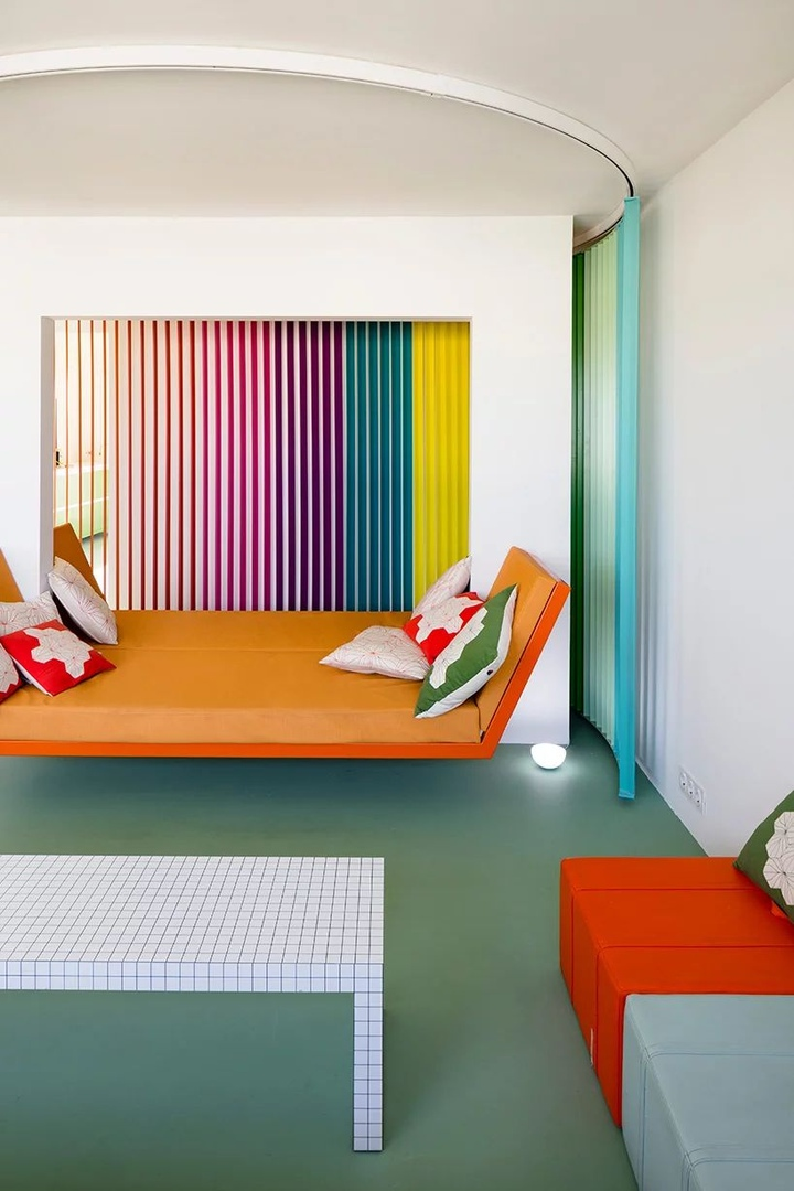 Красочная квартира 80 м² в Париже по проекту Матали Крассе