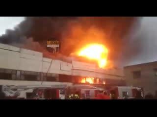 Мощный взрыв на складах