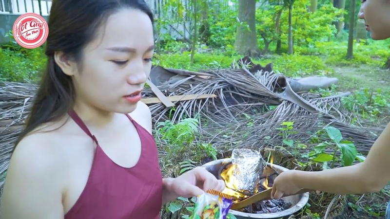 Look 2 Hot Girl Eating Roasted Chicken With Baby All Over Water - New Member