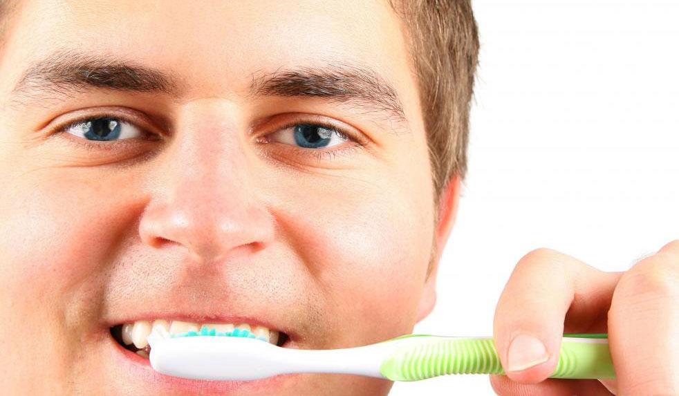 Недостаток гигиены полости рта, такой как чистка зубов, может привести к резорбции зубов.