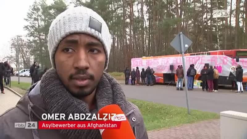 Flüchtlinge protestieren für Überweisung von Sozialleistungen