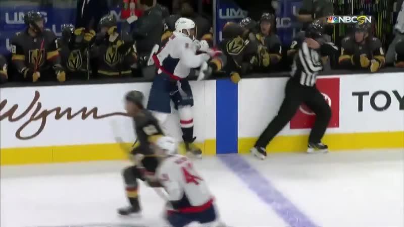 Овечкин самый отзывчивый игрок НХЛ сегодня помог игроку Вегаса добраться до скамейки запасных