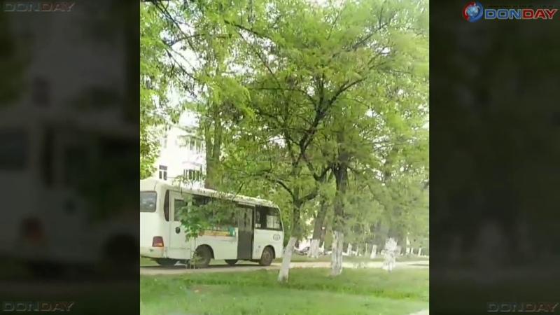 Donday В Новочеркасске автобус объехал пробку по тротуару