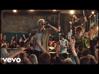 Machine Gun Kelly - I Think I m OKAY (feat. YUNGBLUD, Travis Barker)