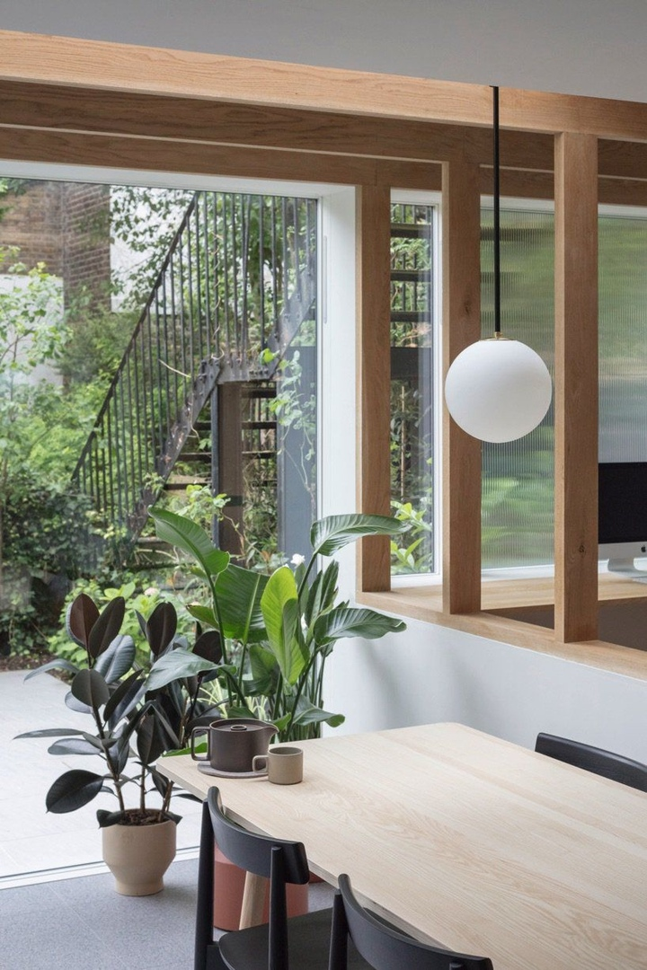 Oak posts connect spaces in an english maisonette by architecture for London