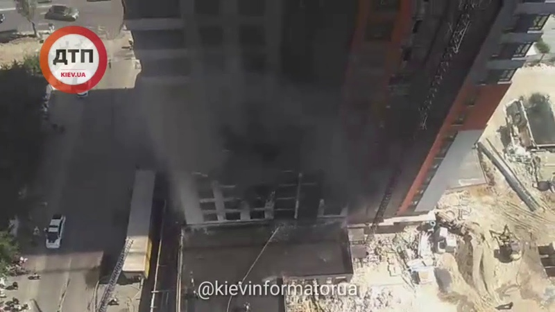 Видео тушения пожара новостроя в Киеве на Бережанской Чудом обошлось без пострадавших Вызывает б