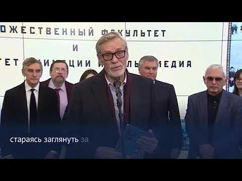 Александр Михайлов читает стихи