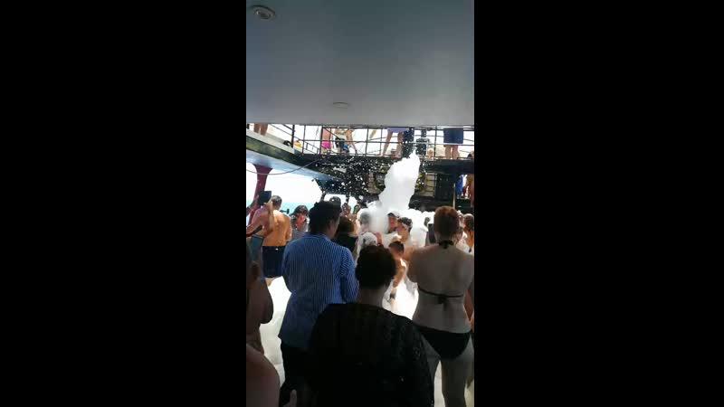 пенная вечеринка на пиратской яхте