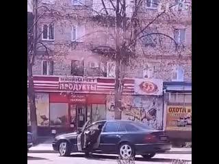 В Запорожской области 10-летний мальчик сел за руль Mercedes и поехал за продуктами.