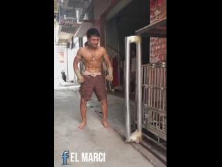 Китайский Железный Человек за 100 юаней