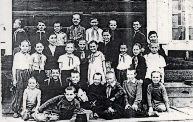 Ученики начальной школы с. Моты. 1935 г.