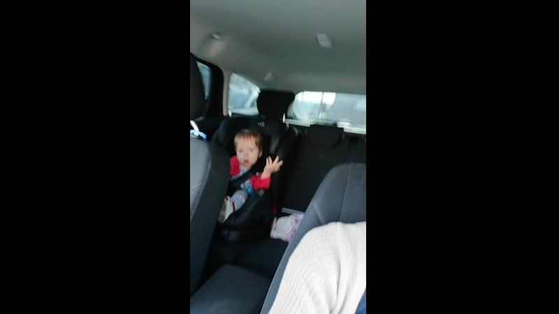 Танцуем в машине под руки вверх
