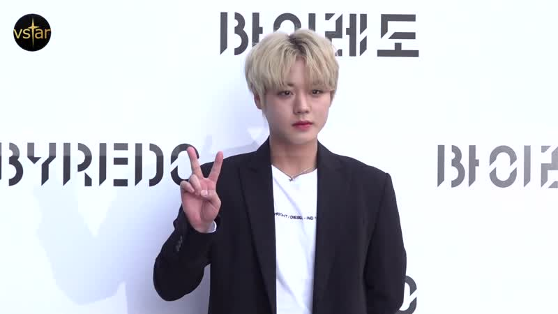 `금빛 왕자님` 박지훈 (Park Jihoon) 이 보내는 시크한 하트 그리고 비와이-릴체리51648토모 (바이레도 포토월)