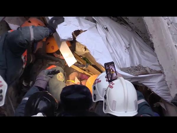 Спасение 11-месячного ребенка из-под завалов в Магнитогорске