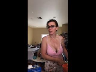 Таня Тейт готовит завтрак (Tanya Tate)