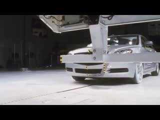 Что будет, если врезаться в грузовик на скорости 56 км/ч?(Со звуком 🔈 )