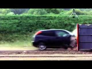 Краш-тест (уничтожение) Ford Focus на скорости 200км/ч