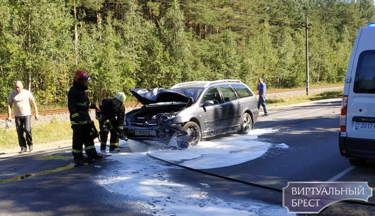 В Березовском районе в результате попутного столкновения погиб водитель, пассажир госпитализирован