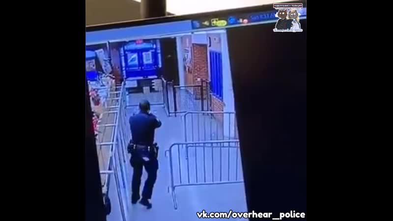 В Нью Йорке мужчина открыл огонь в полицейском участке
