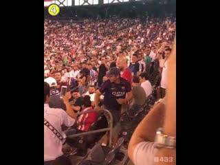 Фанат Барселоны на трибуне Реала