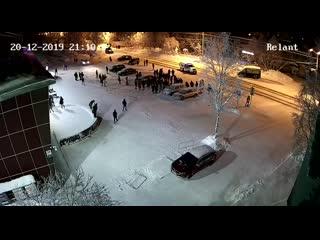 Подростки избили полицейского
