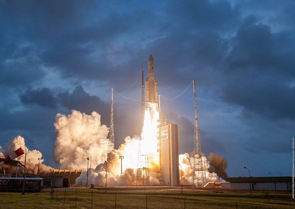Arianespace начинает напряженный 2020 год в первой миссии Ariane 5 с двумя пассажирами. C NSF.