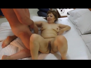Старик трахает узбечку (домашнее порно)