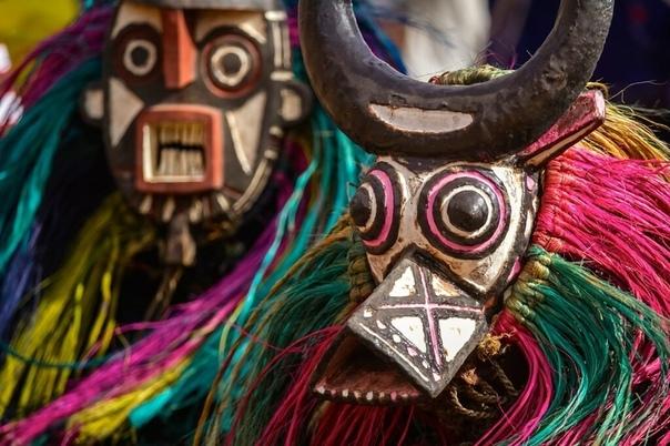 Подарок шамана Пустячная причина может привести к серьезным последствиям, явь трансформироваться в сон. Это жизнь с ее многообразными, а порой причудливыми формами. Но... камешек подарок шамана