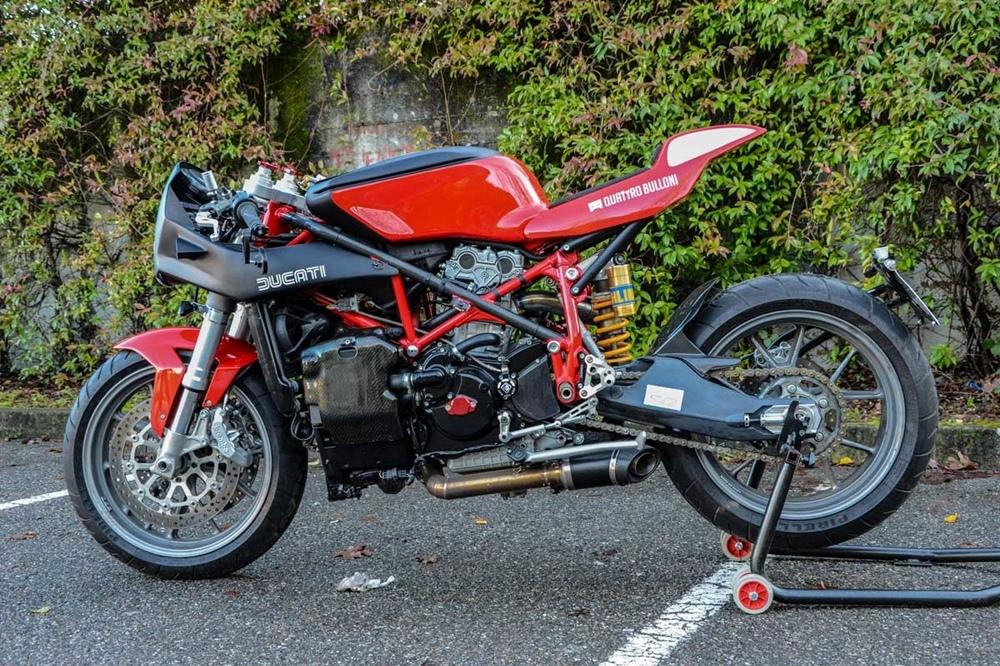 Quatrro Bullini: нео кафе рейсер Ducati 999