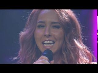 [Opening] Singer Linda Pritchard sing at the Crowd1 event