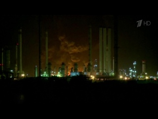 В Иране полыхает один из самых больших нефтеперерабатывающих заводов страны