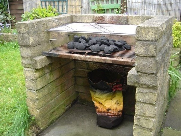 Делаем шашлычницу своими руками  Летом на даче многие жарят...