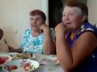 Бабульки отжигают на 20 секунде прикол))