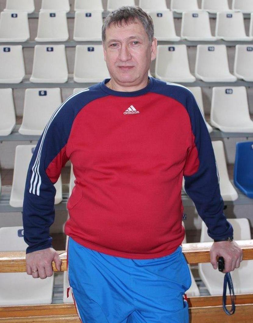 Он учился у Зайцева, Шияна, Максимова и Полонского, играл в Польше и Израиле, а сейчас тренирует на Урале, изображение №8