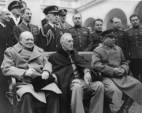 Во время заседания Ялтинской конференции один из помощников Черчилля передал ему записку Черчилль прочитал её, сжег сигарой и передал ответную записку. Помощник прочитал записку, разорвал на