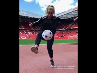 Strength of Body. Девушка круто владеет мячом