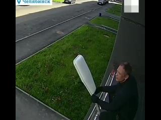 В Челябинске мужчина ворует уличные фонари