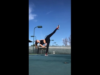 Супер растяжка: Гибкая девушка показала пластику тела. Крутое видео, шок упражнение тренировка. Спорт мотивация фитоняшки фитнес