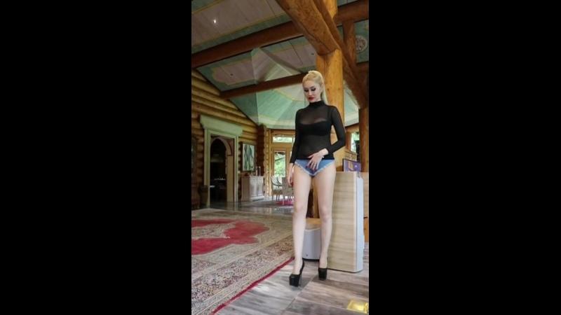 Granate styling, walking, 17cm high heels, ultra micro shorts, bodystocking