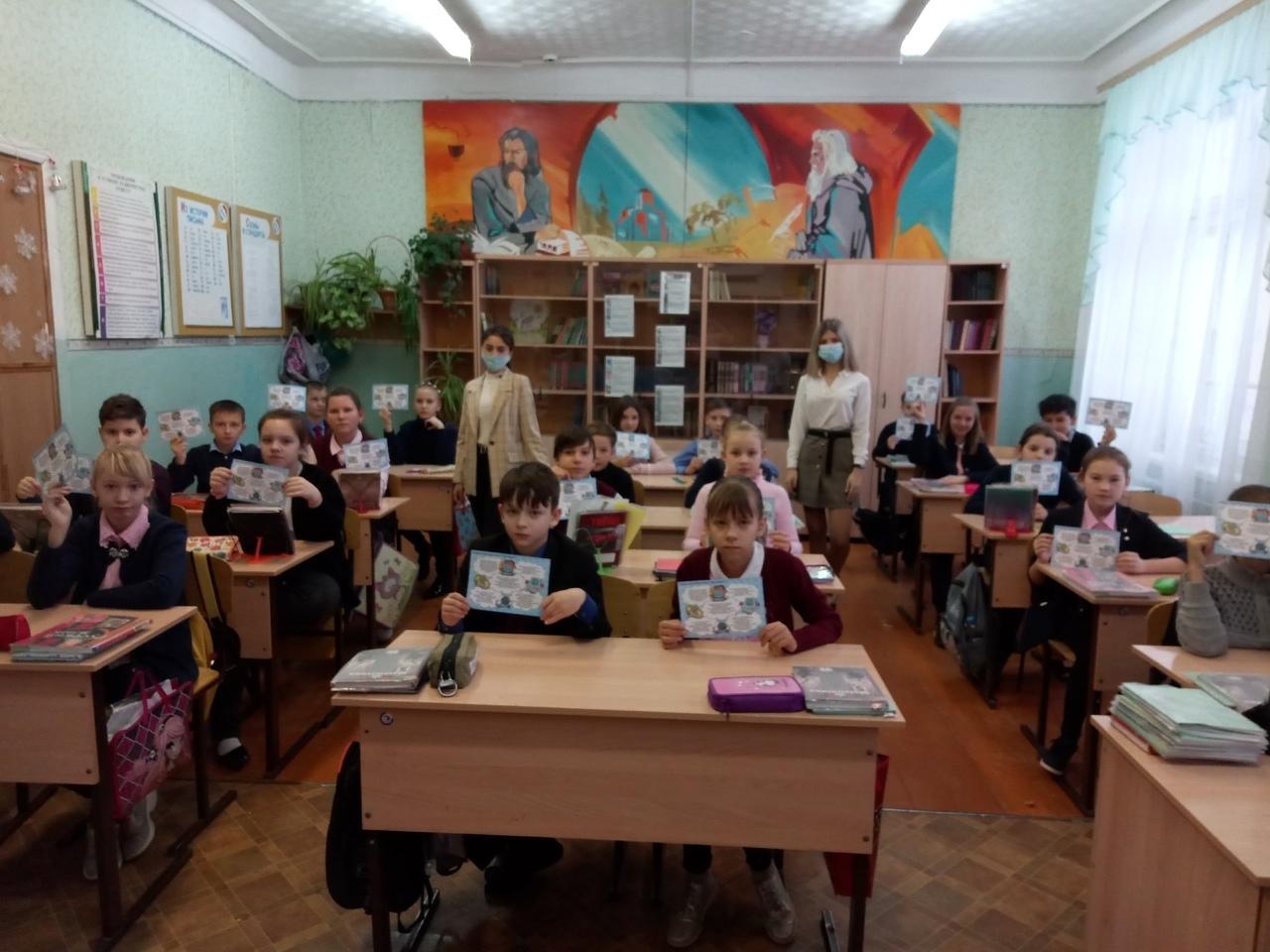 Петровские волонтёры проводят предновогодние информационные акции