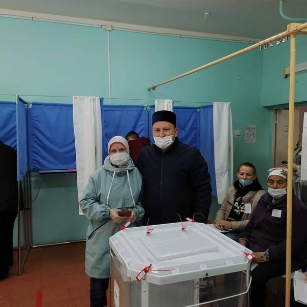 В Канаше проголосовал имам города Наиль Галяутдино...
