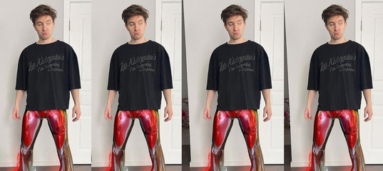 Денис Кукояка примерил, пожалуй, самые модные домашние штаны