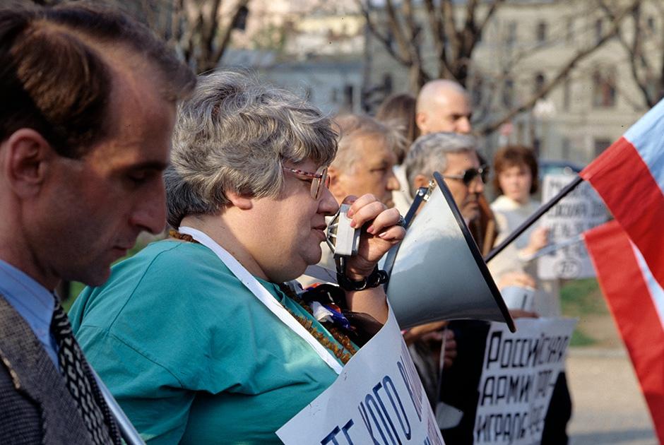 Валерия Новодворская на митинге против войны в Чечне