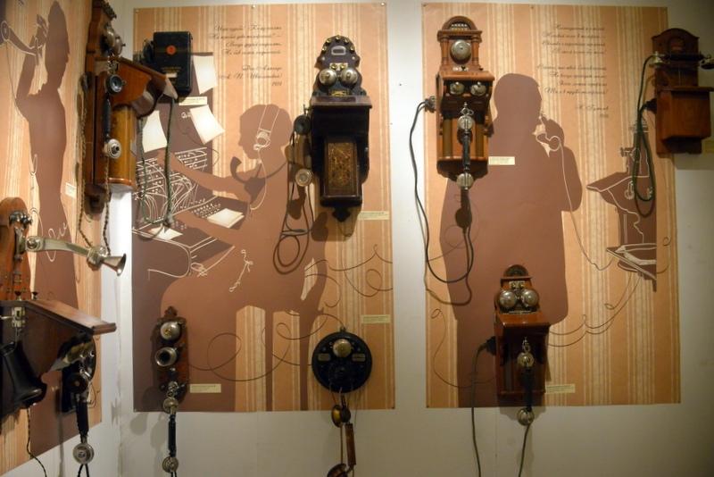 Телефоны разных эпох