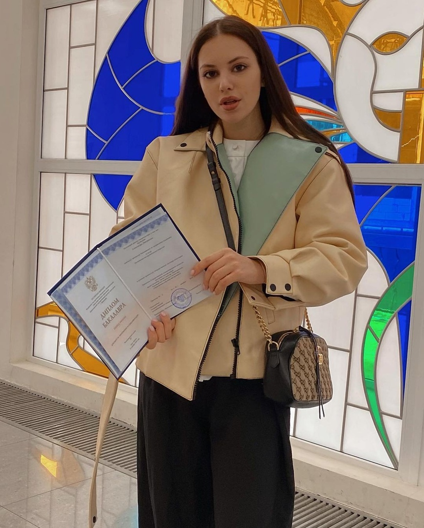 Саша Артемова теперь бакалавр