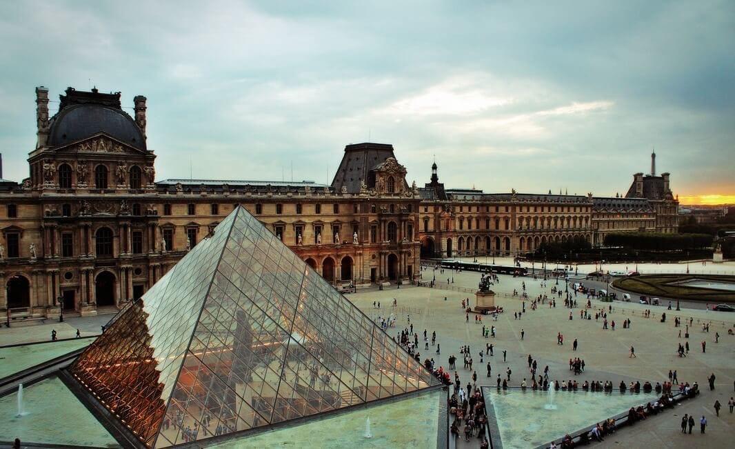 Сотни тысяч произведений искусства музея «Лувр» теперь