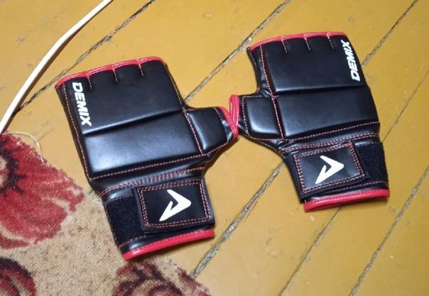 Продаю перчатки для мма за 1к,не использовал,красн...