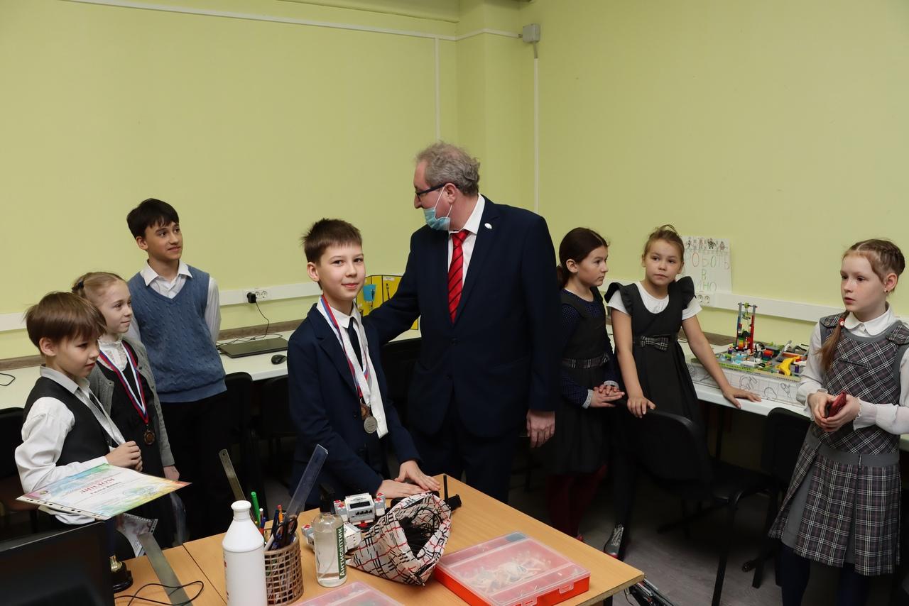 П.В. Миков в школе №135