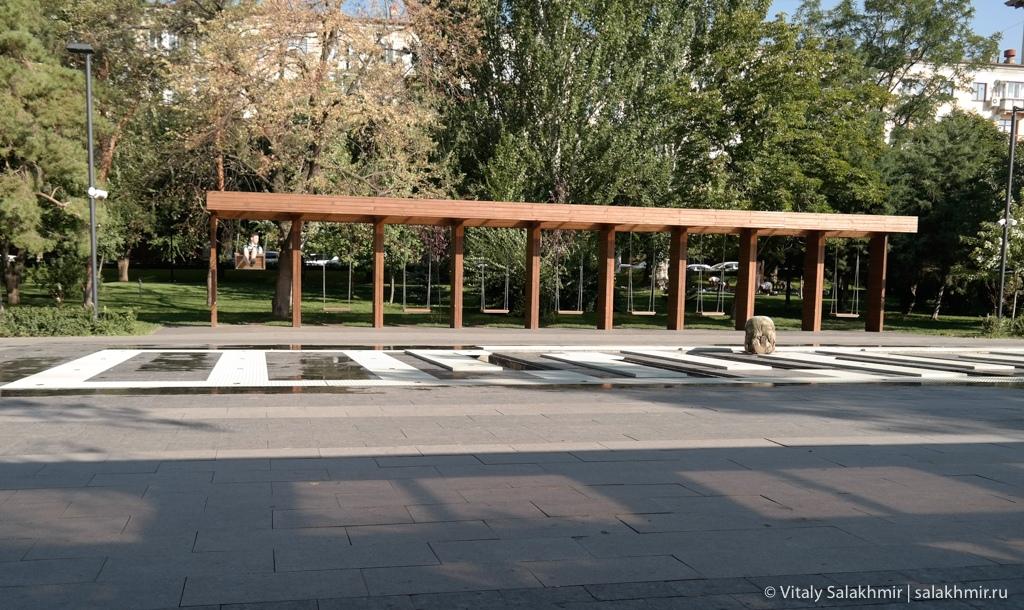 Качели в Парке Победы, Волгоград 2020