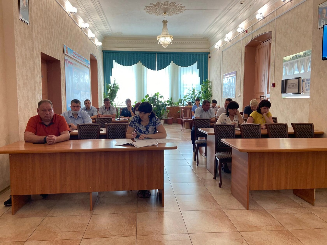 На аппаратном совещании обсудили готовность школ к учебному году и строительство тротуаров на городских улицах